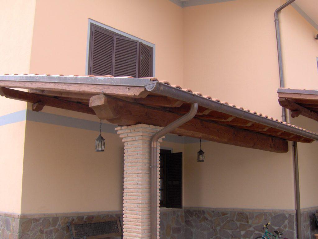 tetto esterno in legno di castagno