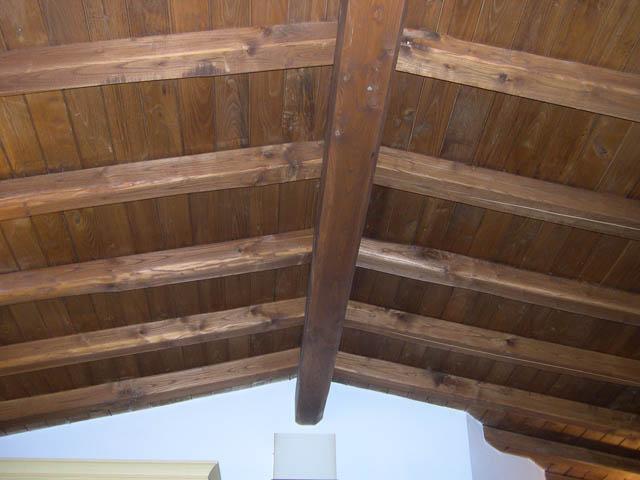 tetto interno casa in legno di castagno