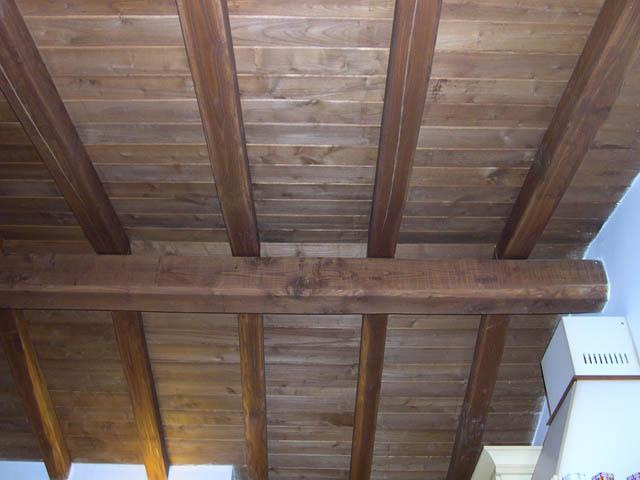 tetto rustico in legno di castagno